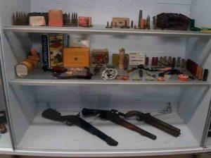 Panoksia ja pistooleja