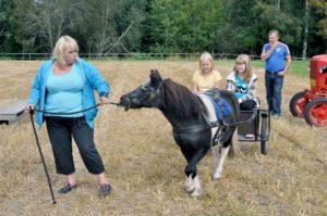 Lapsille oli poniratsastusta  Mimmi Hattulan toimesta 2012 (T.N)