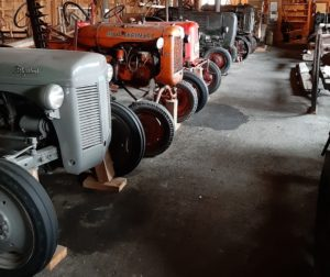 Maatalousmuseon traktoririvistö