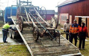 Irja Käsnänen lahjoitti museoille tappurin ja muita maatalouskoneita
