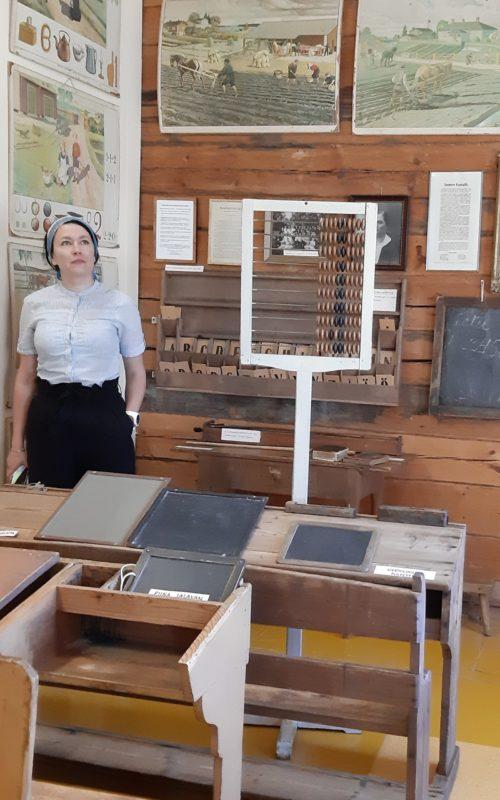 Akuliina Aartolahti Satakunnan museosta kävi tutustumassa uuteen koulumuseoon 12.6